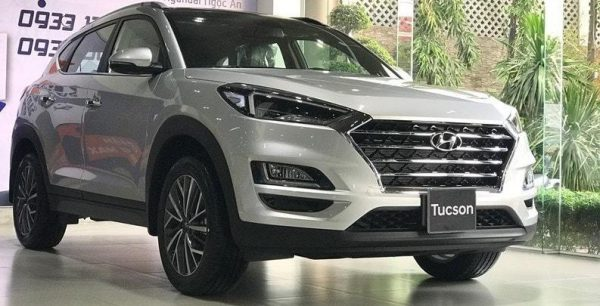 Hyundai Tucson màu bạc