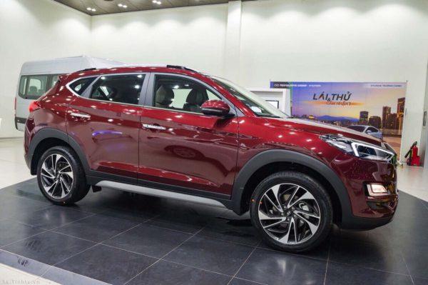 Hyundai Tucson màu đỏ
