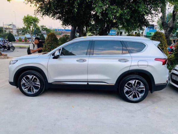 Hyundai Santafe màu bạc